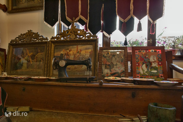 obiecte-bisericesti-din-muzeul-bisericii-ortodoxe-din-firiza-judetul-maramures.jpg