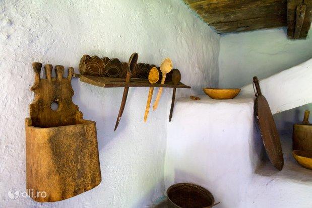 obiecte-de-uz-casnic-muzeul-satului-osenesc-din-negresti-oas-judetul-satu-mare.jpg