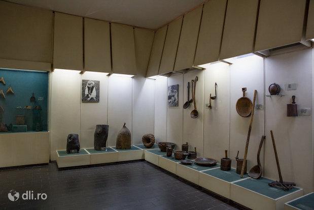 obiecte-de-uz-gospodaresc-din-muzeul-etnografic-al-maramuresului-din-sighetu-marmatiei-judetul-maramures.jpg