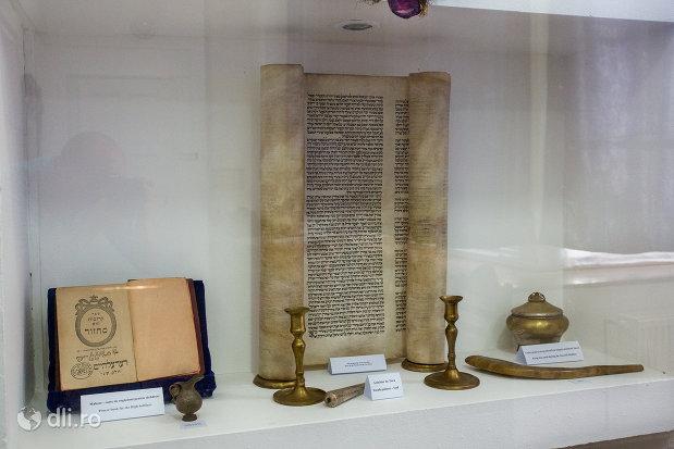 obiecte-din-traditia-evreiasca-casa-memoriala-elie-wiesel-din-sighetu-marmatiei-judetul-maramures.jpg