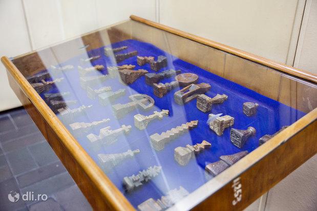 obiecte-diverse-din-muzeul-etnografic-al-maramuresului-din-sighetu-marmatiei-judetul-maramures.jpg