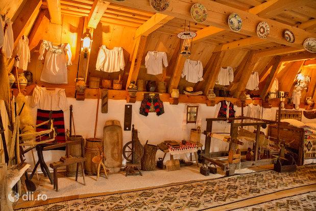 obiecte-mestesugaresti-de-la-muzeul-de-la-manastirea-barsana-judetul-maramures.jpg