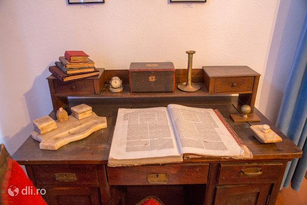 obiecte-personale-casa-memoriala-elie-wiesel-din-sighetu-marmatiei-judetul-maramures.jpg