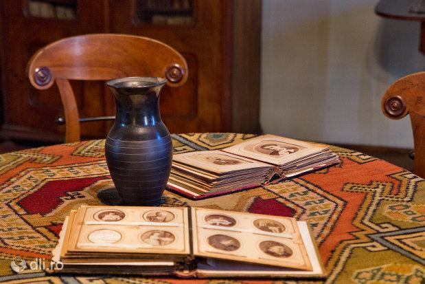 obiecte-personale-din-casa-mihalyi-de-apsa-din-sighetu-marmatiei-judetul-maramures.jpg
