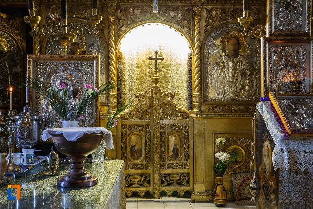 obiecte-religioase-din-biserica-adormirea-maicii-domnului-de-la-han-1828-din-campina-judetul-prahova.jpg