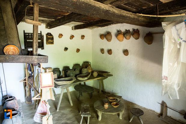 obiecte-traditionale-din-casa-memoriala-constantin-brancusi-din-hobita-judetul-gorj.jpg