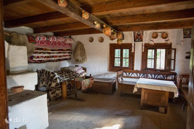 odaie-din-muzeul-satului-din-sighetu-marmatiei-judetul-maramures.jpg