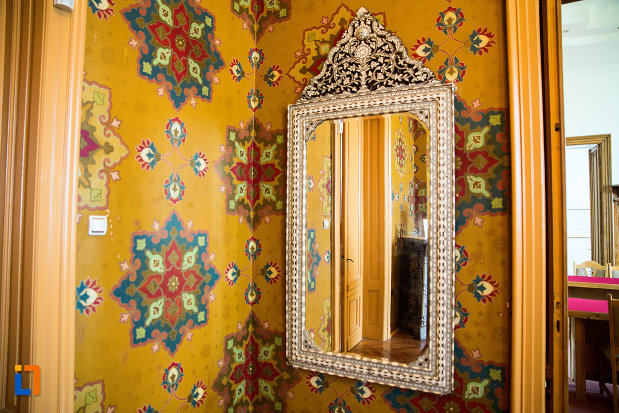 oglinda-din-muzeul-de-arta-si-arta-populara-palatul-marincu-din-calafat-judetul-dolj.jpg