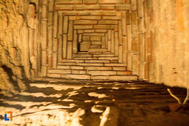 oglindire-in-fantana-secreta-asezarea-romana-sucidava-din-corabia-judetul-olt.jpg