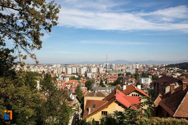 orasul-brasov-judetul-brasov-vazut-de-pe-munte.jpg
