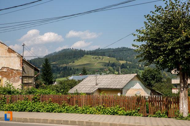 orasul-campulung-moldovenesc-judetul-suceava-situat-intr-o-zona-deosebit-de-pitoreasca.jpg