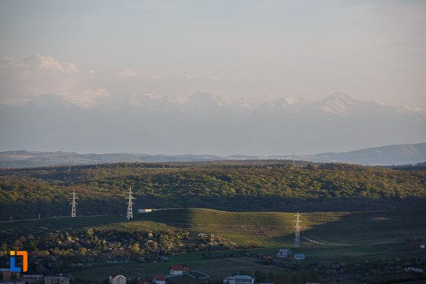 orasul-deva-judetul-hunedoara-imagine-cu-dealurile-din-zona.jpg