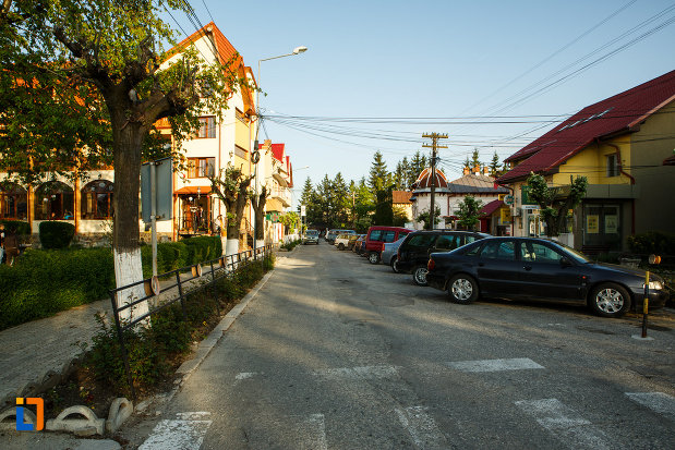 orasul-horezu-judetul-valcea-strada-principala.jpg