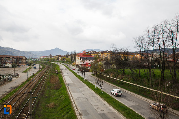 orasul-petrosani-judetul-hunedoara-sosea-paralela-cu-calea-ferata.jpg