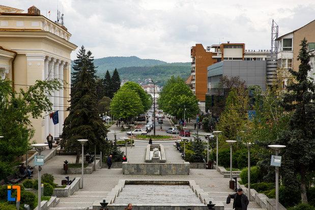 orasul-ramnicu-valcea-judetul-valcea-imagine-din-centru.jpg