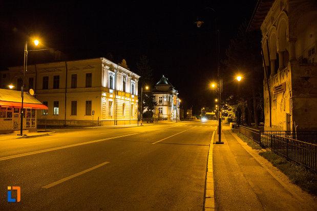 orasul-targoviste-judetul-dambovita-noaptea.jpg