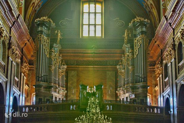 orga-din-bazilica-romano-catolica-din-oradea-judetul-bihor.jpg