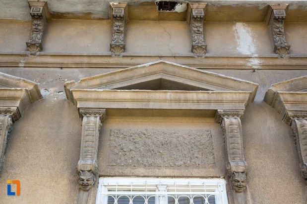 ornament-de-la-casa-monument-istoric-din-alba-iulia-judetul-alba.jpg