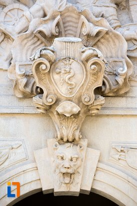 ornament-sculptat-pe-poarta-a-iii-a-a-cetatii-din-alba-iulia-judetul-alba.jpg