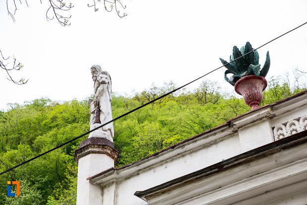 ornamente-de-la-baia-diana-din-baile-herculane-judetul-caras-severin.jpg