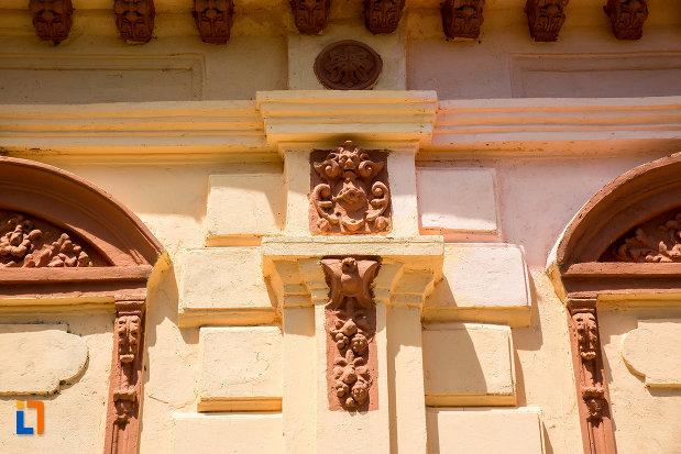 ornamente-de-pe-casa-arh-petre-antonescu-1895-din-ramnicu-sarat-judetul-buzau.jpg