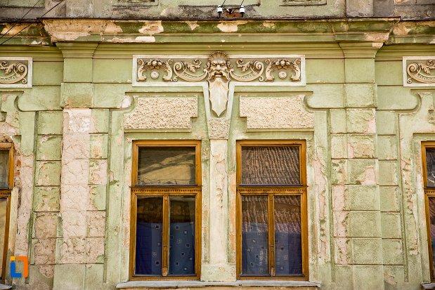 ornamente-de-pe-casa-nr-22-ansamblul-urban-str-primaverii-din-alba-iulia-judetul-alba.jpg