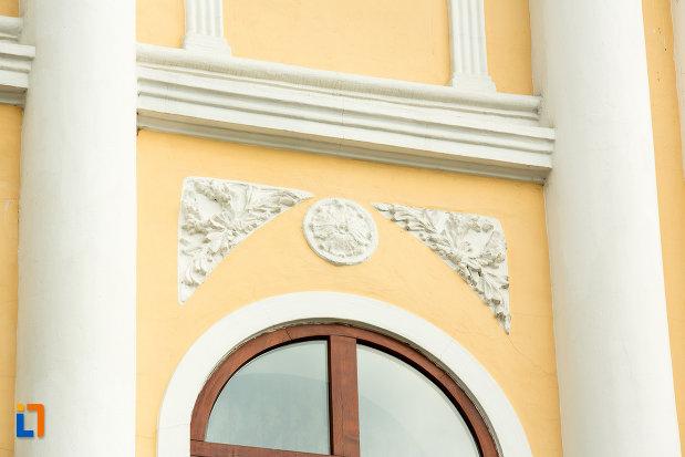 ornamente-de-pe-muzeul-judetean-de-arheologie-si-istorie-din-targu-jiu-judetul-gorj.jpg