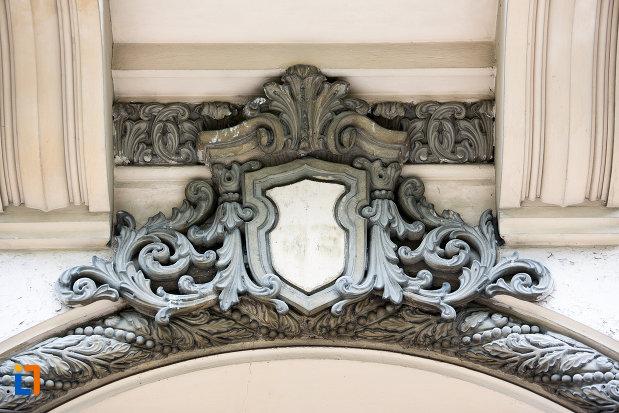 ornamente-de-pe-muzeul-municipal-din-campulung-muscel-judetul-arges.jpg