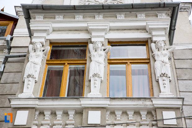 ornamente-de-pe-vila-koch-azi-casa-corpului-didactic-din-resita-judetul-caras-severin.jpg