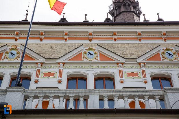 palatul-administrativ-azi-prefectura-si-consiliul-judetean-hunedoara-1890-din-deva-judetul-hunedoara-detalii-arhitecturale.jpg
