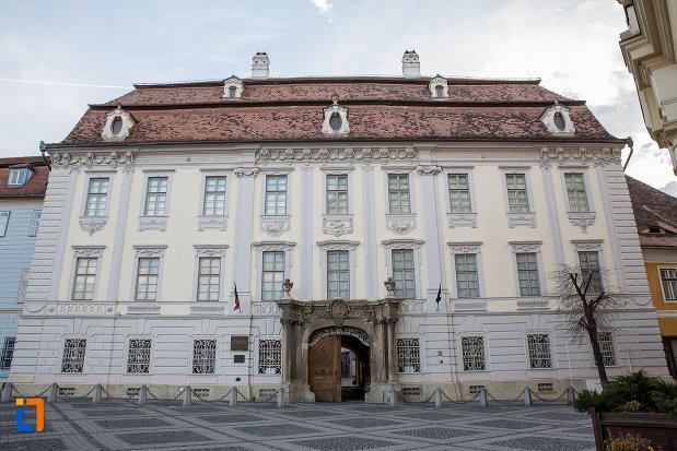 palatul-brukenthal-azi-muzeul-national-brukenthal-din-sibiu-judetul-sibiu.jpg