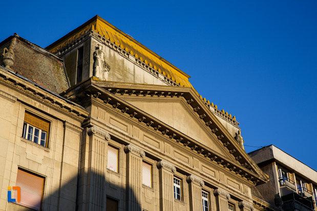palatul-camerei-de-comert-din-timisoara-judetul-timis-imagine-cu-partea-superioara.jpg