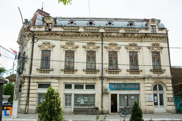 palatul-cosma-constantinescu-casa-de-cultura-si-muzeul-de-arheologie-si-etnografie-judetul-olt-monument-de-arhitectura.jpg