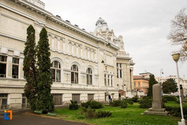 palatul-cultural-din-arad-judetul-arad-vazut-din-lateral.jpg