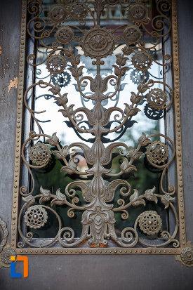 palatul-culturii-filarmonica-biblioteca-si-muzeul-de-arta-din-targu-mures-judetul-mures-decoratiune-de-la-usa.jpg