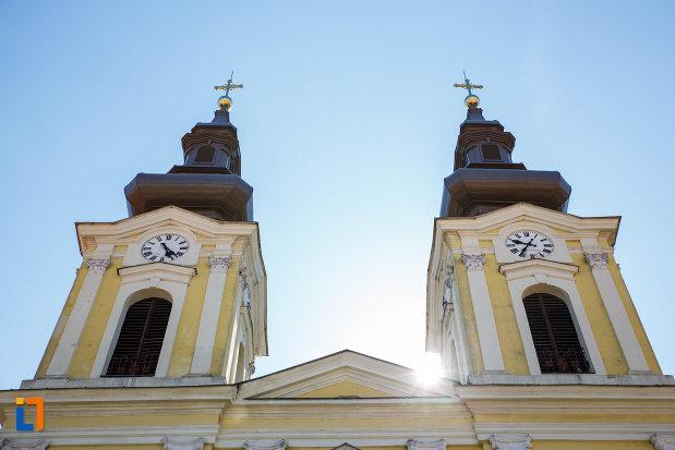palatul-dauerbach-din-timisoara-judetul-timis-imagine-cu-cele-doua-turnuri.jpg