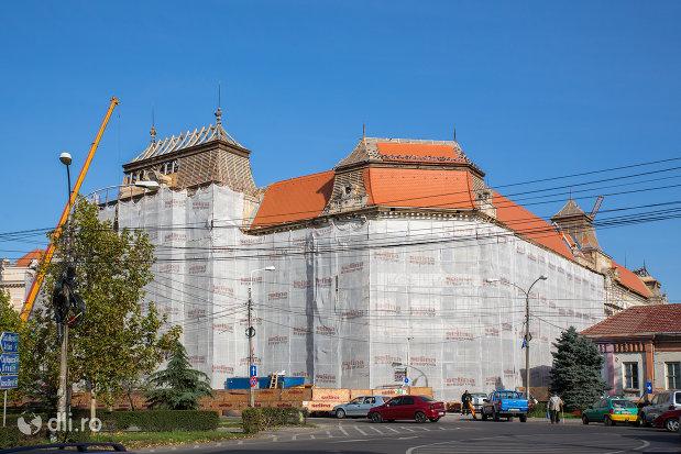 palatul-de-justitie-din-oradea-judetul-bihor.jpg