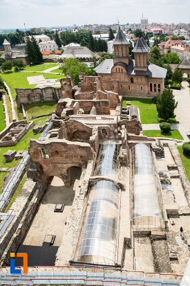palatul-domnesc-ruine-palatul-petru-cercel-din-targoviste-judetul-dambovita-vazut-de-sus.jpg