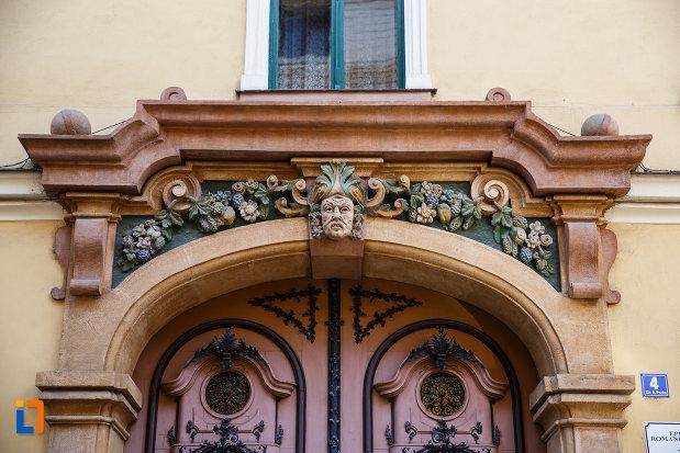 palatul-episcopal-din-timisoara-judetul-timis-detalii-arhitecturale.jpg