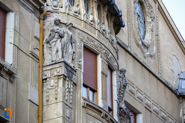 palatul-loffler-din-timisoara-judetul-timis-fereastra-cu-detalii-deosebita.jpg