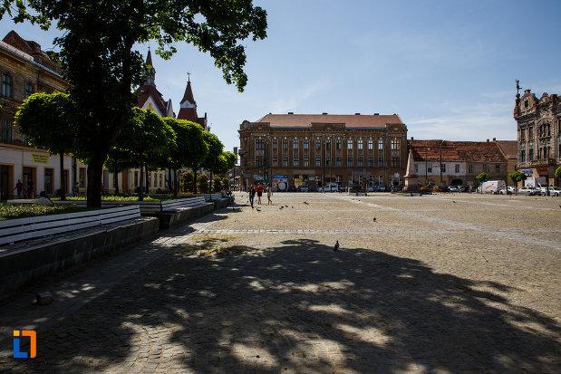 palatul-mercur-din-timisoara-judetul-timis-vazut-de-la-distanta.jpg