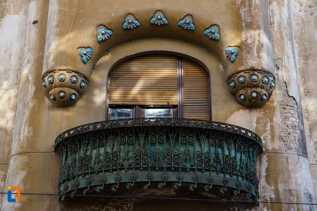 palatul-miksa-steiner-din-timisoara-judetul-timis-balcon-cu-detalii-deosebite.jpg