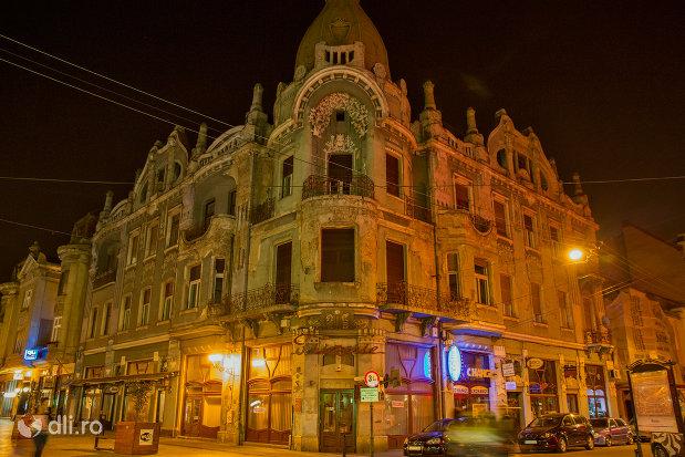 palatul-moskovits-judetul-bihor-noaptea.jpg
