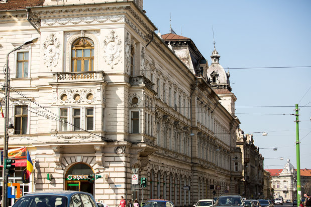 palatul-neumann-din-arad-judetul-arad-vazut-din-lateral.jpg