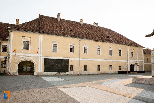 palatul-principilor-transilvaniei-din-alba-iulia-judetul-alba.jpg
