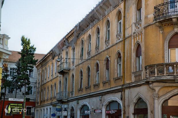palatul-rimanonczy-senior-din-oradea-judetul-bihor-vazut-din-lateral.jpg
