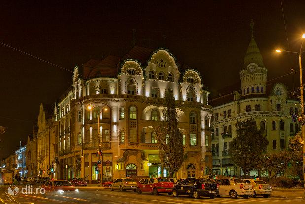 palatul-vulturul-negru-din-oradea-judetul-bihor-noaptea.jpg
