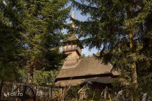 panorama-cu-biserica-de-lemn-din-calinesti-judetul-maramures.jpg