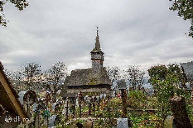panorama-cu-biserica-de-lemn-din-ieud-judetul-maramures.jpg