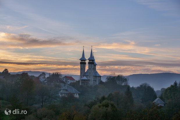 panorama-cu-biserica-noua-din-breb-judetul-maramures.jpg